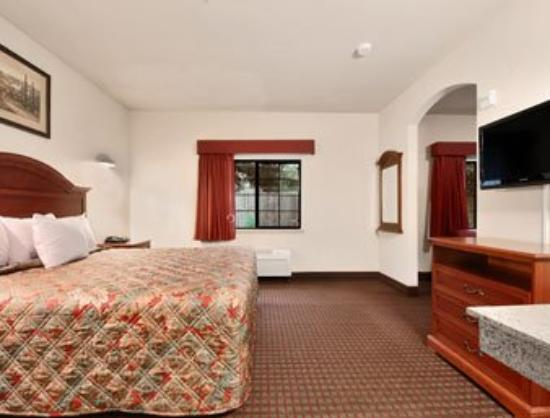 Palace Inn Baytown : Suite - King 2