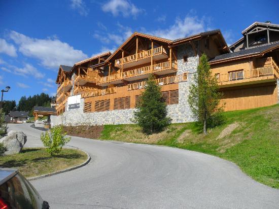 Residence l'Oree des Neiges: les balcons ouest vue vallée