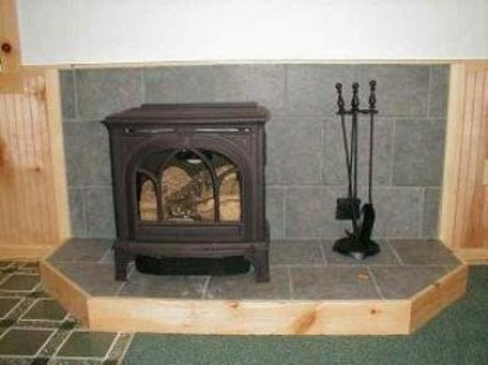 Nantahala Cabins: CAbi #3 - Fireplace