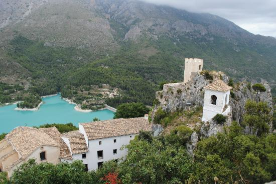 Guadalest Valley : reservoir with castle