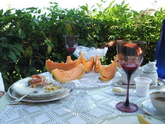 Villa Michela: Very filling breakfasts amid gorgeous scenery