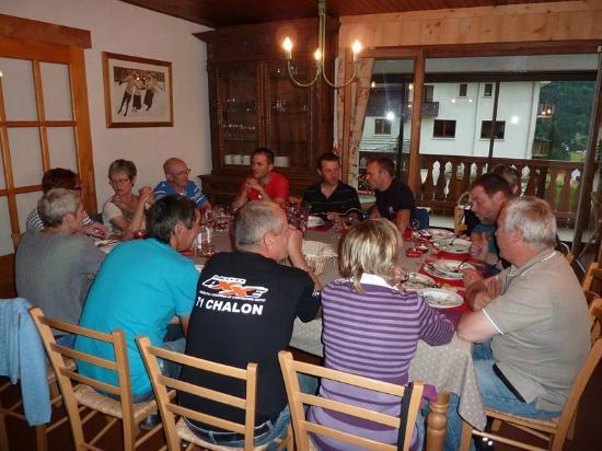 Chalet L'Etringa: autour d'un bon repas