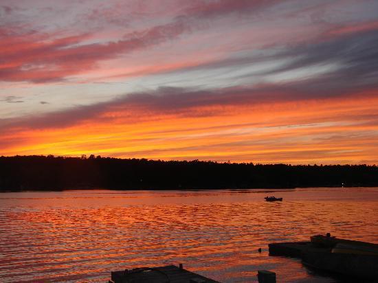 Kawartha Lakes Marina & Cottage: another gorgeous sunset