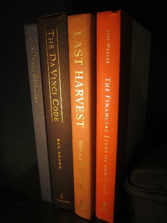 Palihotel: a few of many books in the room