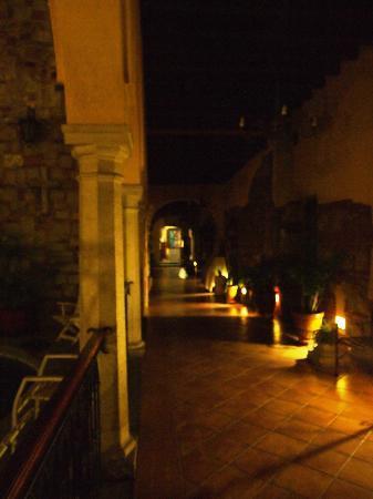 Hotel CasAntica: Los pasillos