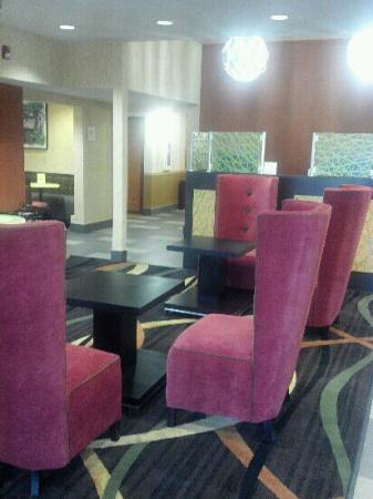 La Quinta Inn & Suites Cookeville: Fabulous main lobby.