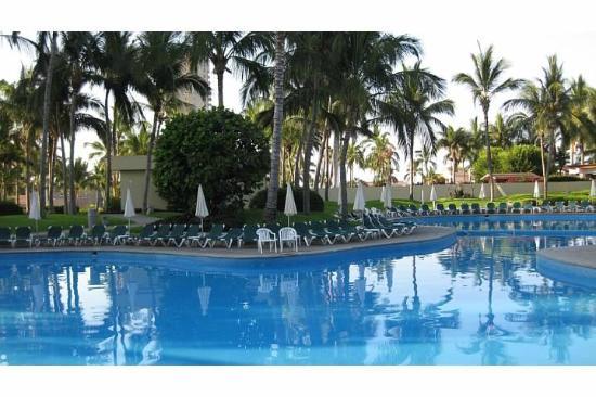 Sea Garden Mazatlan : Poolside at the Mayan Sea Garden
