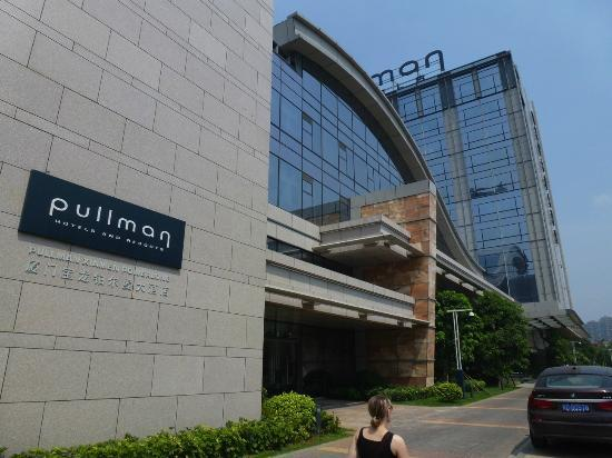 Pullman Xiamen Powerlong: Entrance area of hotel