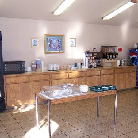 Oak Hill Inn & Suites: Oakhill Inn Tahlequah OKBreakfast