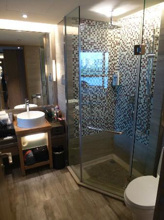 Pullman Xiamen Powerlong: ...shower!