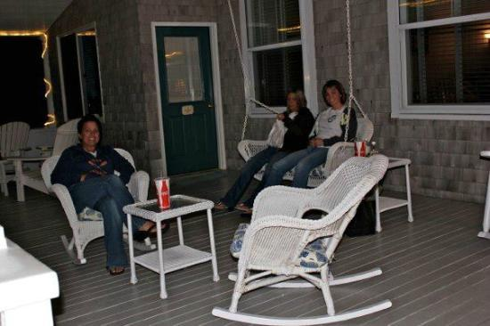 Isabelle's Beach House: relaxing on the porch before bed,