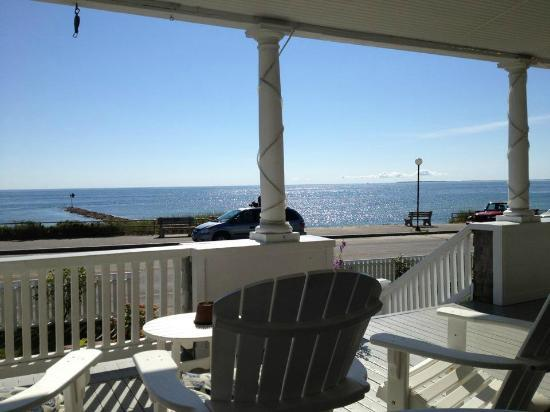 Isabelle's Beach House: where I was having my morning coffee
