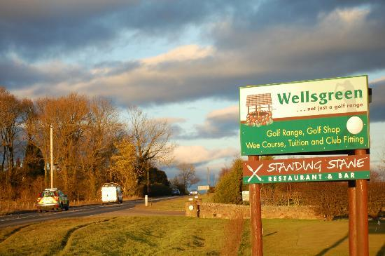 Wellsgreen Golf Range: Road Sign on the A915