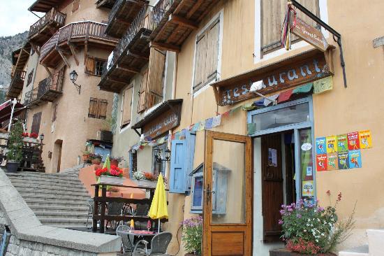 Lou Grand Caire: Devanture et terrasse du restaurant (été 2012)