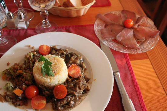 Lou Grand Caire: Caponata au riz, longe de thon fumé maison, et épeautre (venant d'un autre plat)