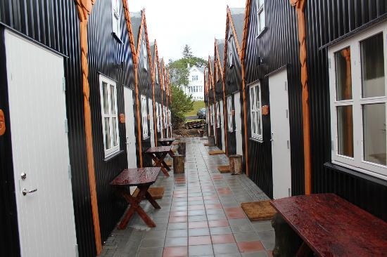 Viking Village Hotel: Small houses part of the hotel