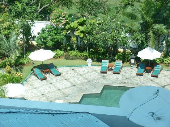 Hotel Grand Candi Semarang: Pool area