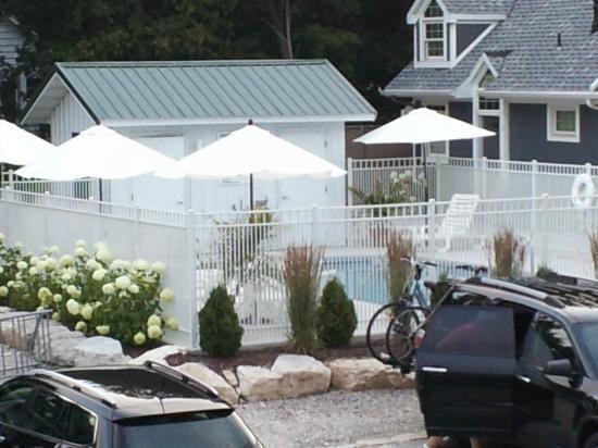Fish Creek Motel & Cottages: Pool area