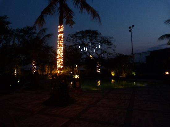 Hotel Grand Candi Semarang: At night