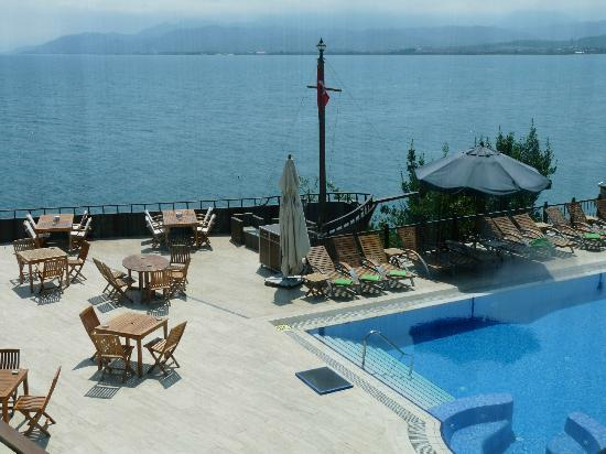 Padya Hotel: View on pool and terrace