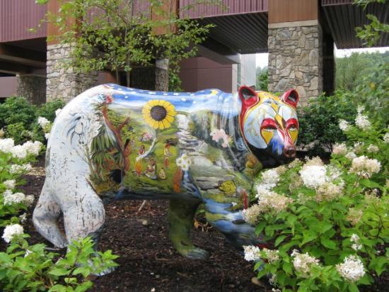 Casino at Harrah's Cherokee: painted bear in the garden
