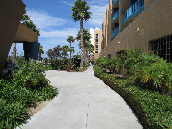 WorldMark Oceanside Harbor: Walkway to Pool Area