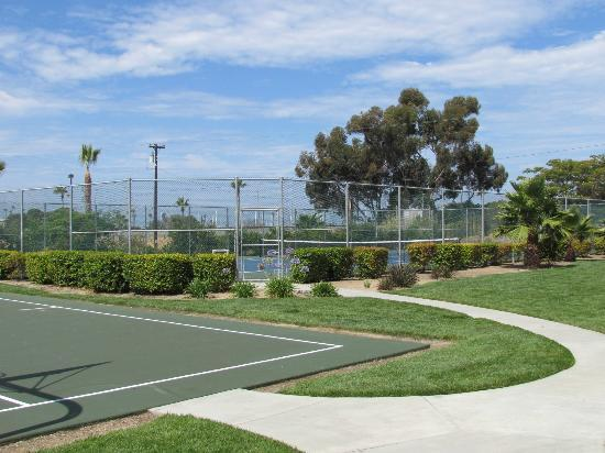 WorldMark Oceanside Harbor: Basketball and Tennis Courts