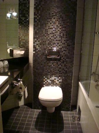 Clarion Hotel Ernst: Bathroom