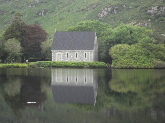 Gougane Barra Hotel: the view across the lake from the hotel