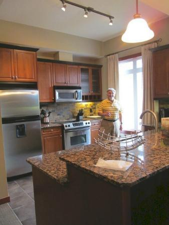 Blackstone Mountain Lodge: well-equipped kitchen
