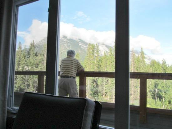 Blackstone Mountain Lodge: view from the living room window, mountains everywhere!