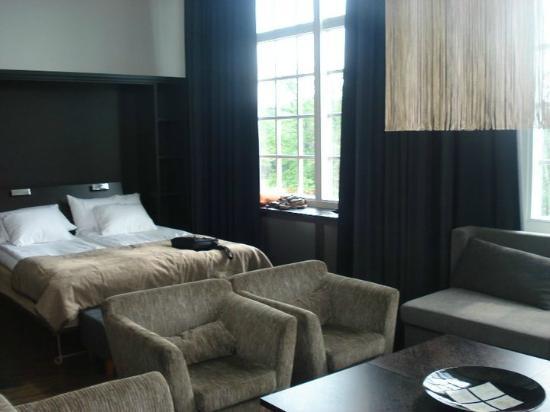Naas Fabriker Hotel: Interior de la habitacion