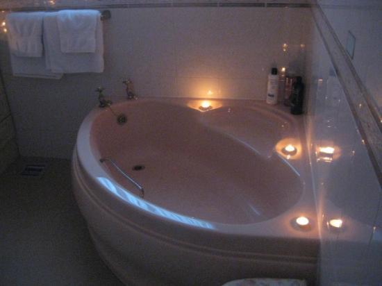 Stoney Ridge: Bathtub