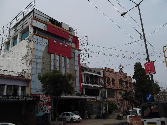 Hotel Taj Inn: Outside view