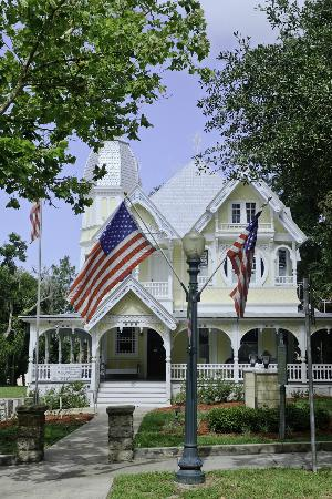Mount Dora Historic Inn: John P Donnelly House about four blocks away