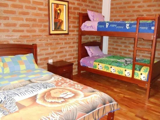 Hostal D' Mathias : habitaciones triples