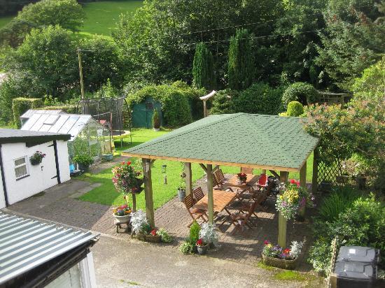 Glenwood Guest House: The rear garden