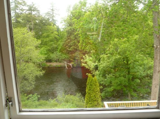 Ghillies Lodge: View from our room-see the river?