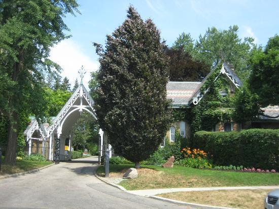 Necropolis : Main entrance to Toronto Necropolous