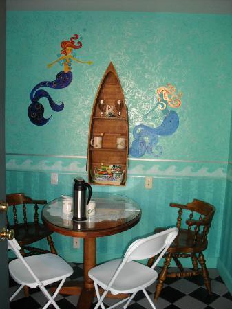Blue Skies Inn: 'Deep Blue' eating nook