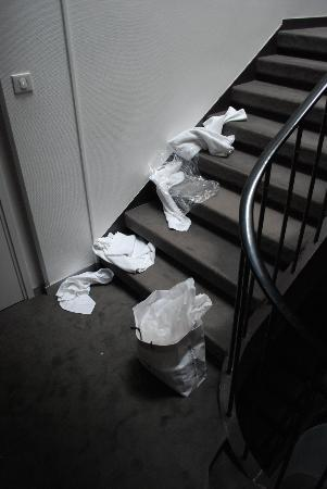 Hotel Le Renard Chalons En Champagne : This is the way the stairs remained for 24 hours