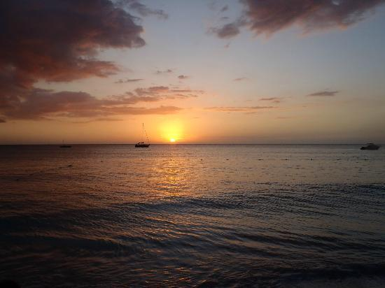 Seasplash Negril: sunset from the beachfront