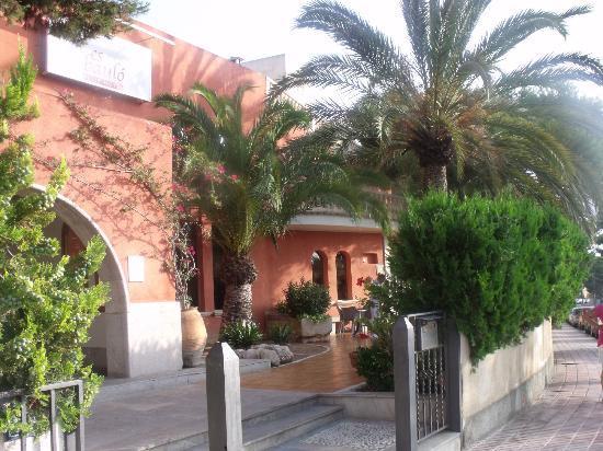 Es Baulo Petit Hotel: Front Door 
