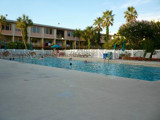 Ramada Plaza Fort Walton Beach Resort/Destin: Heated pool