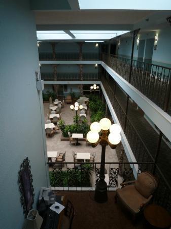 Oglethorpe Inn & Suites: Innenbereich des Hotels, Blick zum Frühstücksbereich