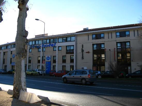 Ibis Budget Avignon Centre : La facciata con l'ingresso