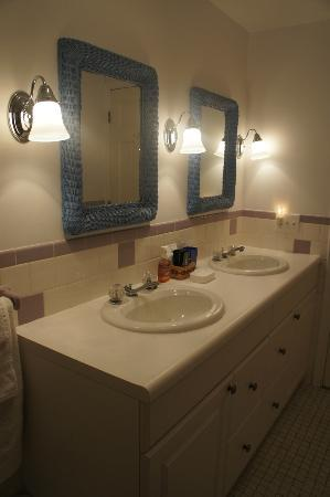Cranberry Manor: Twin Sinks