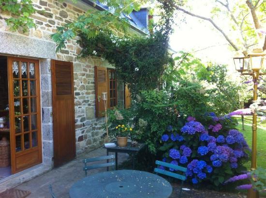 La Foret-Fouesnant, Frankrike: La longère et son jardin