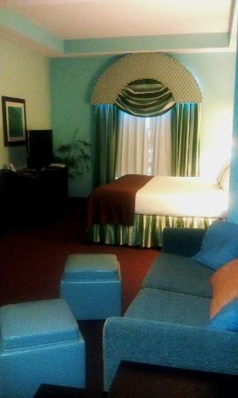 Holiday Inn Hotel & Suites - Ocala Conference Center: sofa bed and king bed