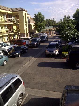 Best Western Plus Raffles Inn & Suites: Parking Lot